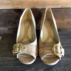 Naturalized | Cream Wedges